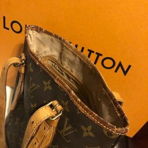Louis Vuitton Bags - 💥Authentic LV Bucket PM Bag